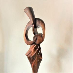 Holzstatue Trommlerin